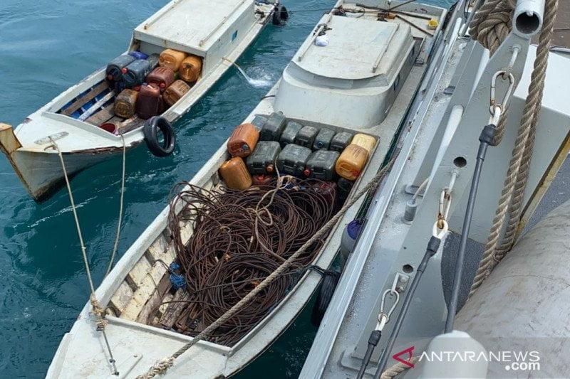 TNI AL Tangkap Tangan 5 Pencuri Serta 2 Kapal Cepat di Selat Singapura